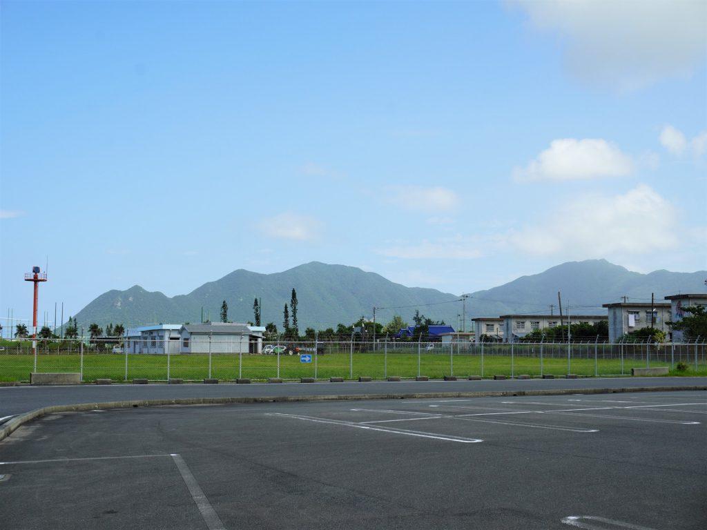 徳之島子宝空港から見た寝姿山(鹿児島県)